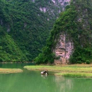 广西六甲镇的姆洛甲女神峡便由此命名
