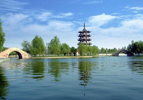 展开全部 漯河市香陈湾是因园址建在沙河环抱的香陈湾村而得名.