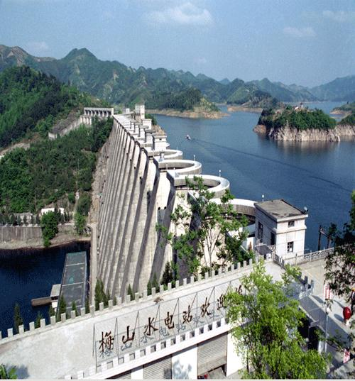 梅山水库风景区位于鄂,豫,皖三省交界处的大别山腹地,坐落于有将军县