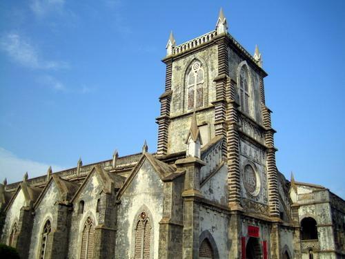 地址: 北海市涠洲岛盛塘村 备注: 用珊瑚石建成的天主教堂,于1869年
