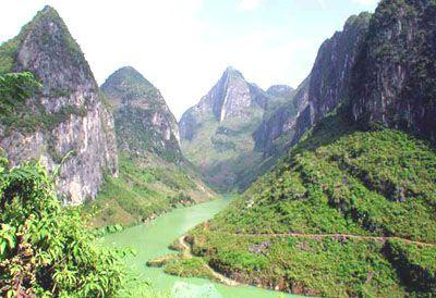 通灵大峡谷 大王岭原始生态… 棋盘滩 横山古寨 雷公滩 靖西鹅泉风景